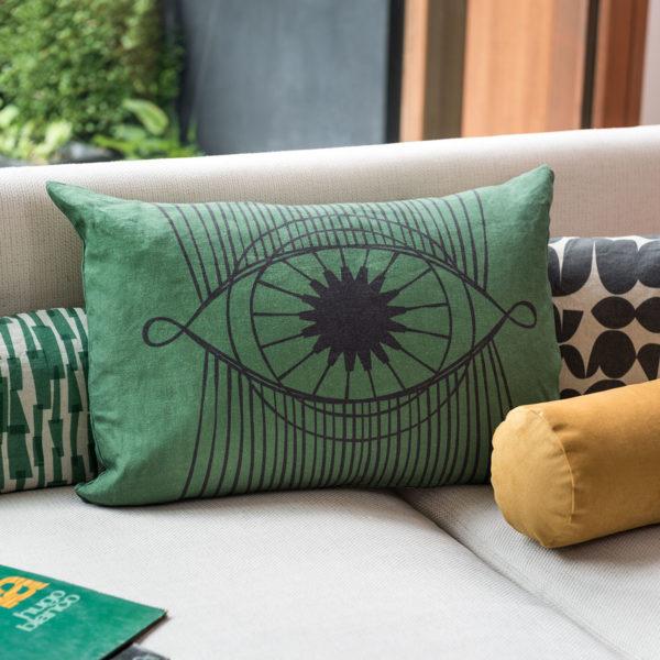ambiance avec un coussin en lin vert brasilia