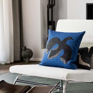 coussin vintage bleu imprimé oiseau de la marque design jacques