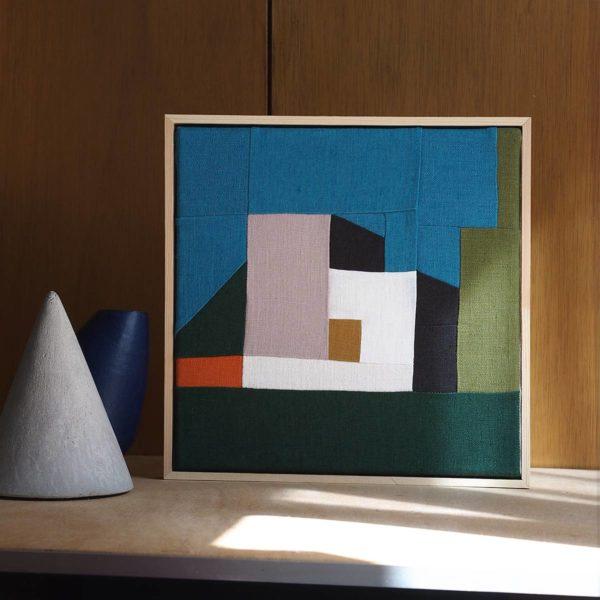 tableau textile avec patchwork représentant une architecture moderne